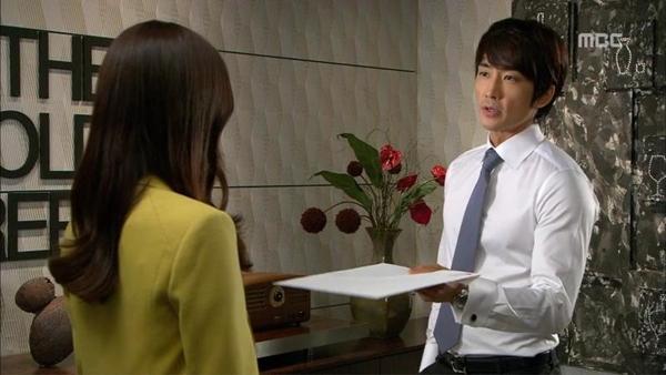 """Được ôm mỹ nhân, Song Seung Hun """"hớn"""" ra mặt 4"""