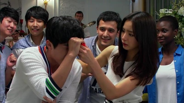 """Được ôm mỹ nhân, Song Seung Hun """"hớn"""" ra mặt 5"""