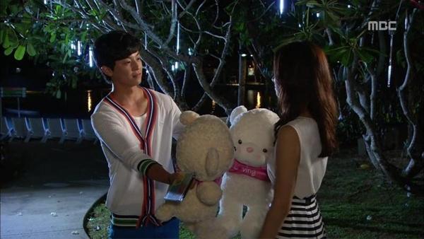 """Được ôm mỹ nhân, Song Seung Hun """"hớn"""" ra mặt 7"""
