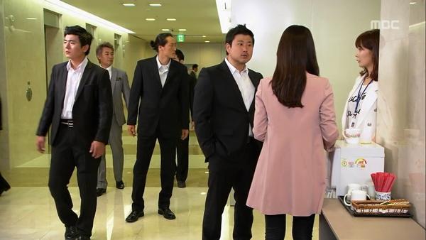 """Biết """"bạn gái"""" hôn trai lạ, Song Seung Hun tái mặt 7"""