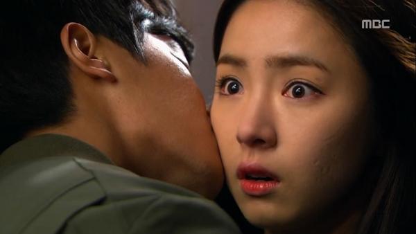 """Biết """"bạn gái"""" hôn trai lạ, Song Seung Hun tái mặt 2"""