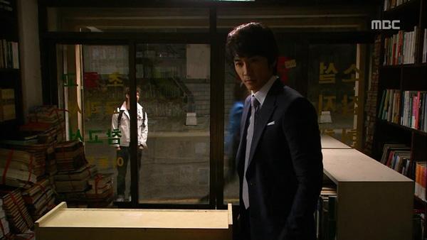 """Biết """"bạn gái"""" hôn trai lạ, Song Seung Hun tái mặt 6"""