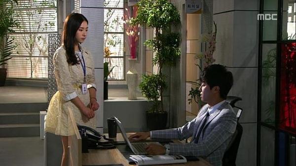 """Seung Hun bị rượt đuổi """"té khói"""" vì phá hoại của công 8"""