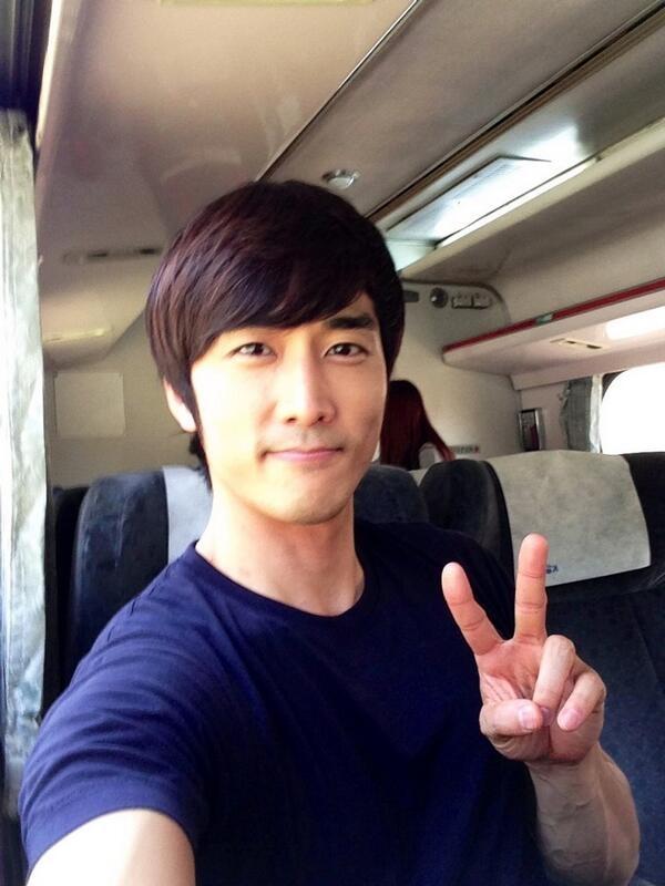 """Song Seung Hun """"sướng rơn"""" vì được người đẹp nhào vào lòng 10"""