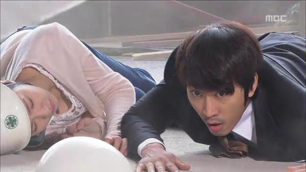 Mi Do (Shin Se Kyung) cứu mạng Tae Sang (Seung Hun) 3