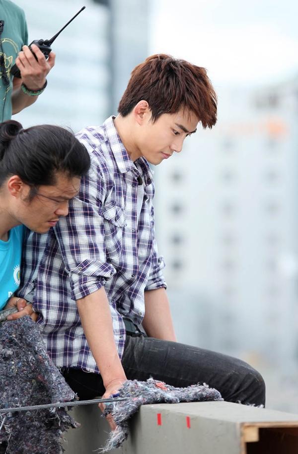 Taecyeon (2PM) bị treo lơ lửng trên nóc nhà 6