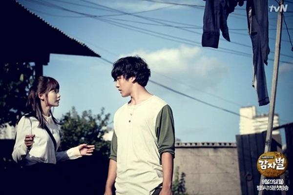 """Sao teen Yeo Jin Goo làm """"chuyện đại sự"""" trước mặt đàn chị 7"""
