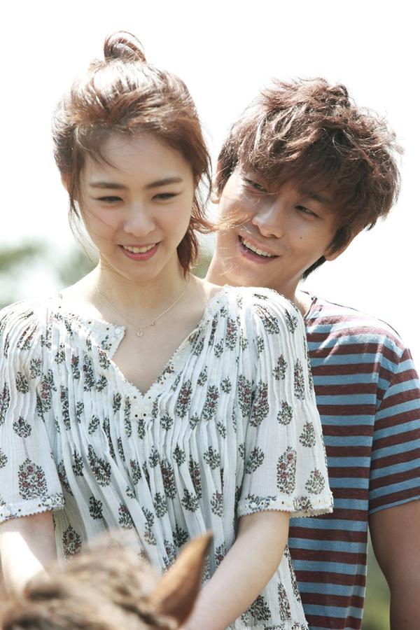 """Taecyeon sung sướng nhấc bổng """"cô dâu"""" Lee Yeon Hee 3"""