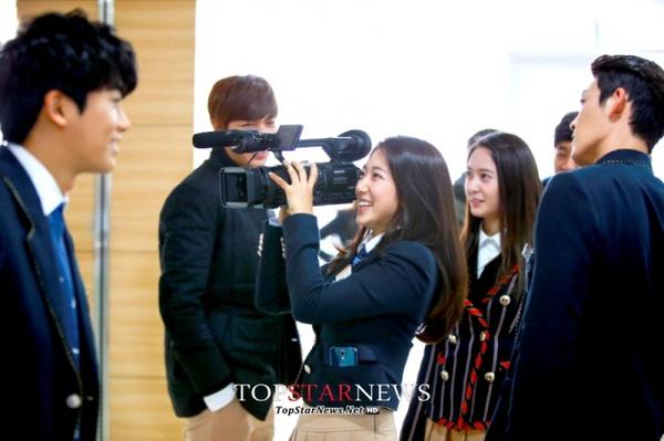 Park shin hye toe thumb in celebrity