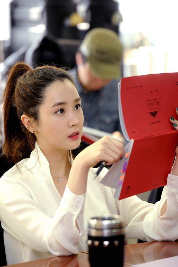 Lee Da Hae xinh đẹp rạng rỡ xuất hiện bên tình cũ màn ảnh 1