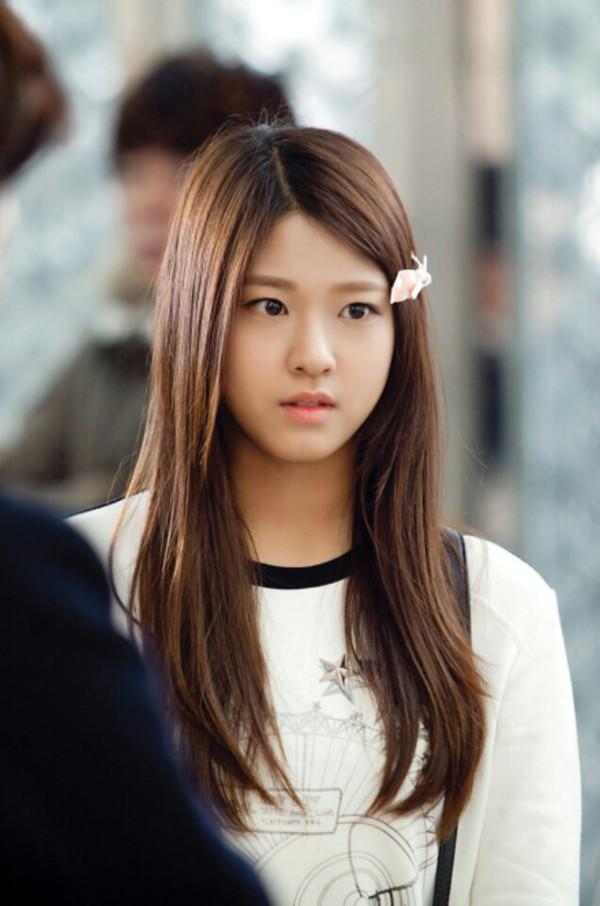 Lộ diện cô em gái hờ xinh xắn của Lee Min Ho trong phim mới  2