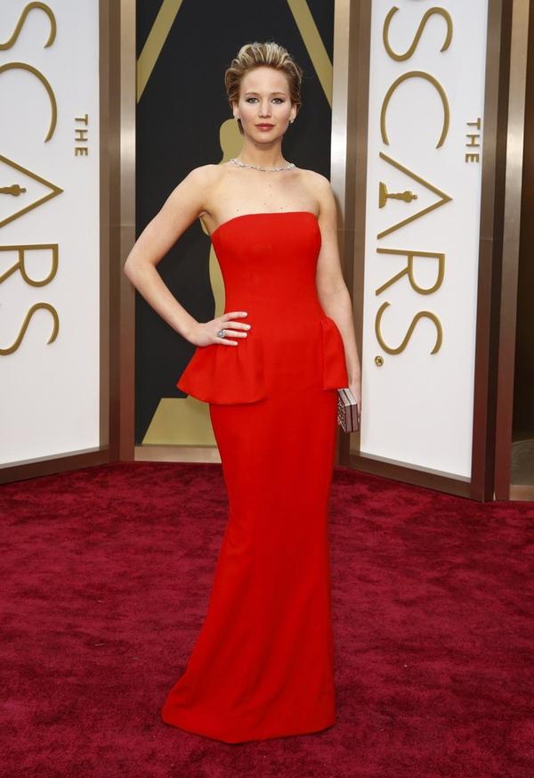 Jennifer Lawrence thở phào nhẹ nhõm vì... không giành Oscar 1