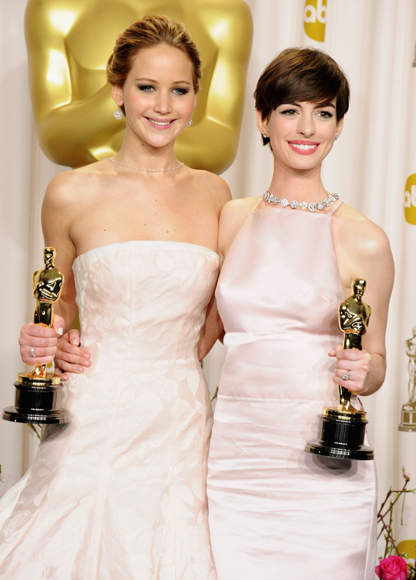 Jennifer Lawrence thở phào nhẹ nhõm vì... không giành Oscar 2