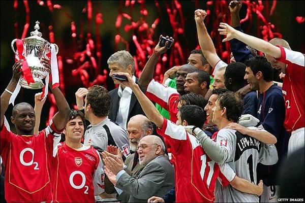 """Arsenal: Cần lắm 1 """"cơn mưa"""" sau 8 năm """"khô hạn"""" 1"""