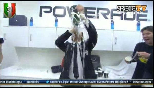Chùm ảnh Juventus trong ngày lên ngôi tại Serie A 19