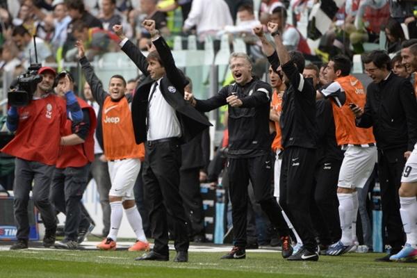 Chùm ảnh Juventus trong ngày lên ngôi tại Serie A 14