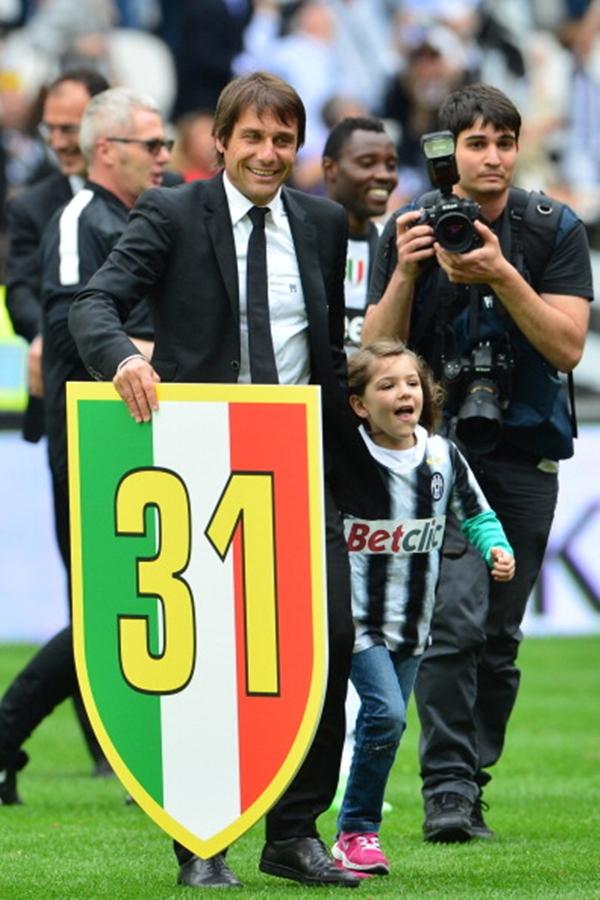Chùm ảnh Juventus trong ngày lên ngôi tại Serie A 15