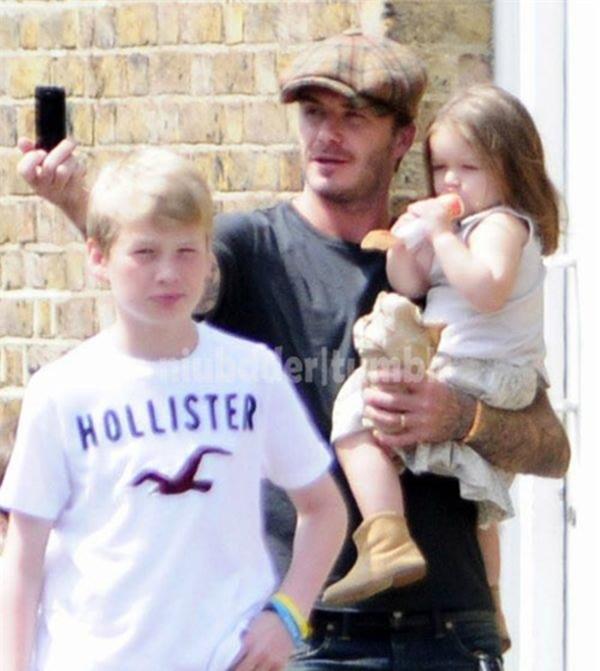 Ngộ nghĩnh ảnh bé Harper Seven bón kem cho bố Beckham 4