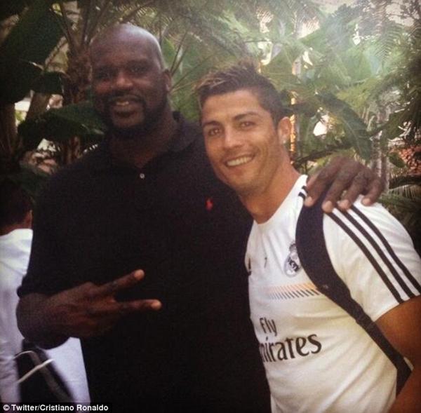 "Ronaldo khoe ảnh ""tíu tít"" bên cạnh Jennifer Lopez 1"