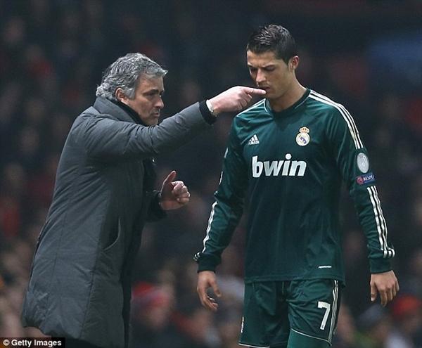 "Ronaldo khoe ảnh ""tíu tít"" bên cạnh Jennifer Lopez 7"