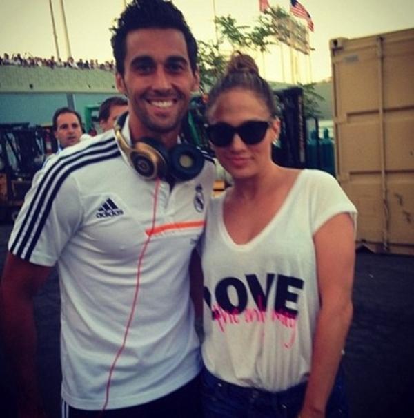 "Ronaldo khoe ảnh ""tíu tít"" bên cạnh Jennifer Lopez 4"