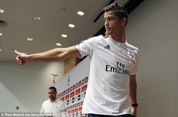 "Ronaldo khoe ảnh ""tíu tít"" bên cạnh Jennifer Lopez 5"