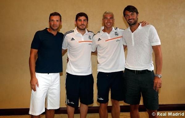 ¿Cuánto mide Andriy Shevchenko? Maldini-shevchenko-tuoi-tan-pose-anh-cung-ronaldo