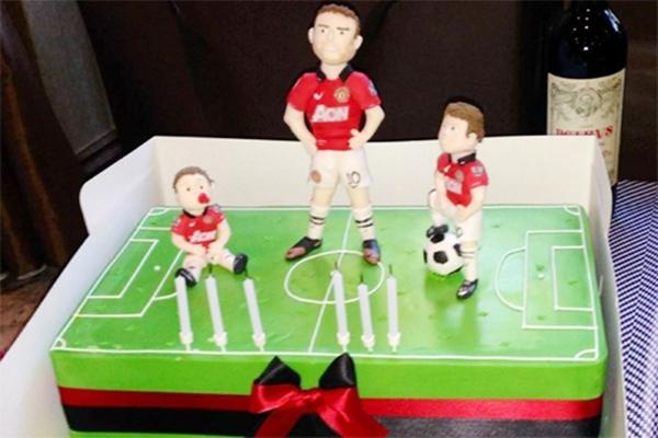 Loạt bánh sinh nhật hình cặp mông, con voi, xe đua... siêu độc của các sao thể thao 1