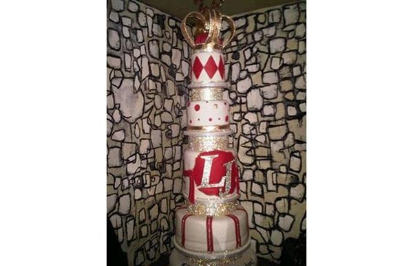Loạt bánh sinh nhật hình cặp mông, con voi, xe đua... siêu độc của các sao thể thao 11