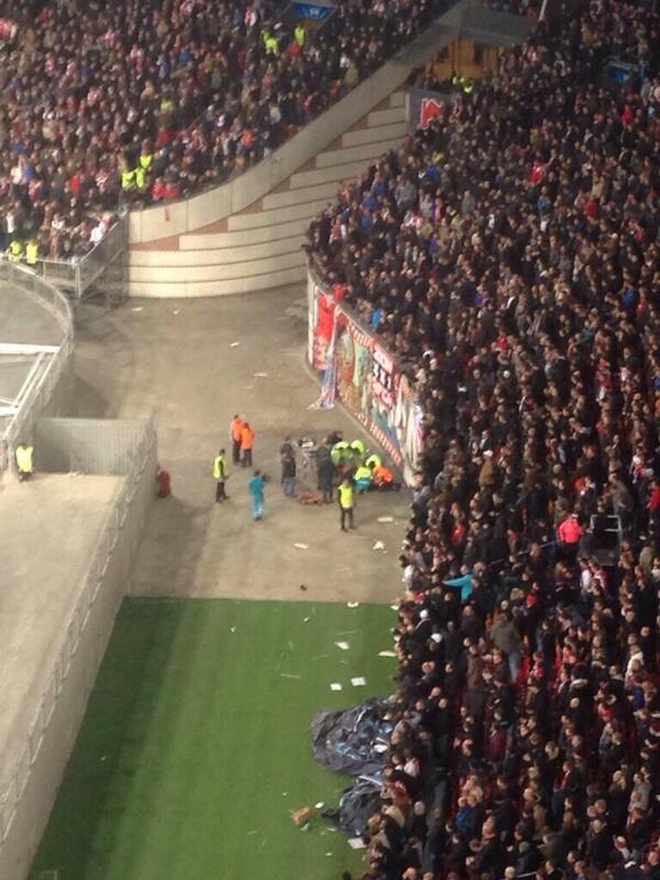 Tai nạn khi ăn mừng bàn thắng, fan Ajax rơi tự do từ độ cao 10 mét 3