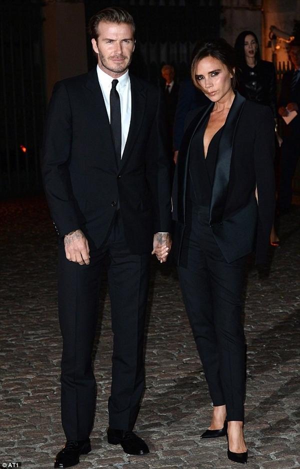"""Vợ chồng Beckham bị chê """"nhàm chán"""" và có nụ cười như """"đi mượn"""" 3"""