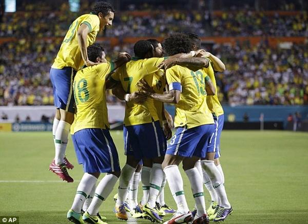 Neymar khoe chân chằng chịt vết thương vì bị đối thủ đốn giò 4