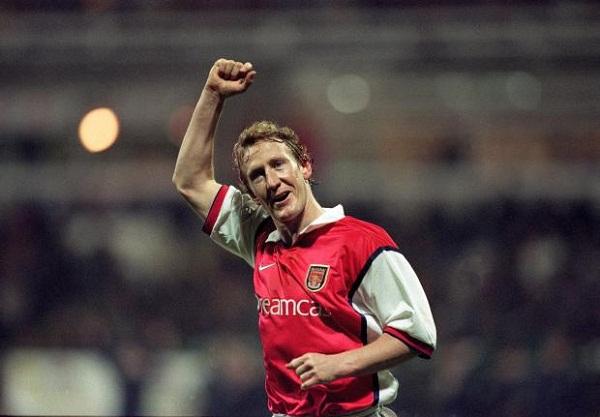 Nhậu nhẹt thả cửa, hút thuốc phì phèo, Arsenal vẫn giành cú đúp danh hiệu 2