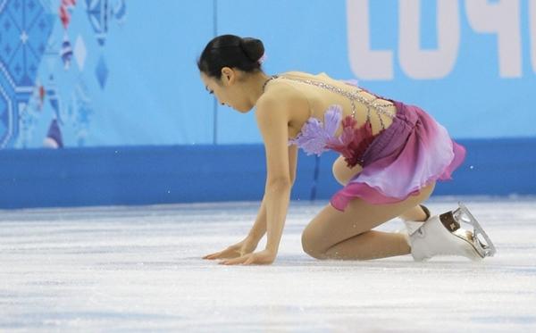 Olympic Sochi: Người đẹp trượt băng Nhật gặp sự cố trong ngày thi đầu 1