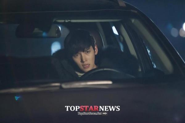 Park Min Young săm soi gương mặt điển trai của bạn diễn 5