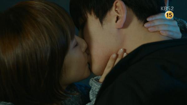 """""""Healer"""": Fan bấn loạn khi thấy Park Min Young chủ động hôn Ji Chang Wook 14"""