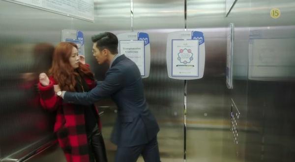 Hyun Bin to tiếng nạt nộ Han Ji Min trong thang máy 1