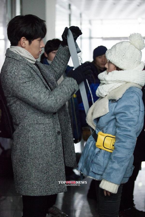 Park Min Young sướng rơn vì được trai đẹp cõng 3