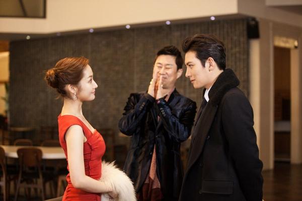 """Park Min Young """"lột xác"""" thành quý cô sang chảnh 4"""