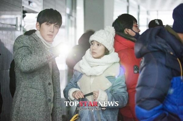 Park Min Young sướng rơn vì được trai đẹp cõng 4