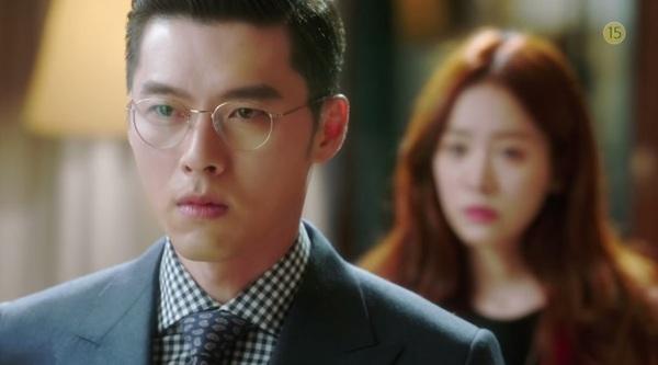 Hyun Bin to tiếng nạt nộ Han Ji Min trong thang máy 4