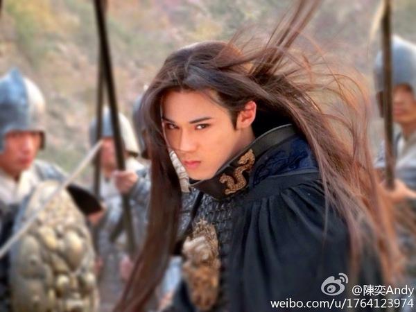 Chiến thần Lan Lăng Vương khoe ảnh xinh hơn con gái 11