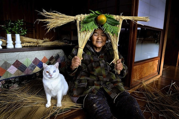 Chùm ảnh về cuộc sống thường ngày của một cụ bà người Nhật và chú mèo mắt hai màu 11