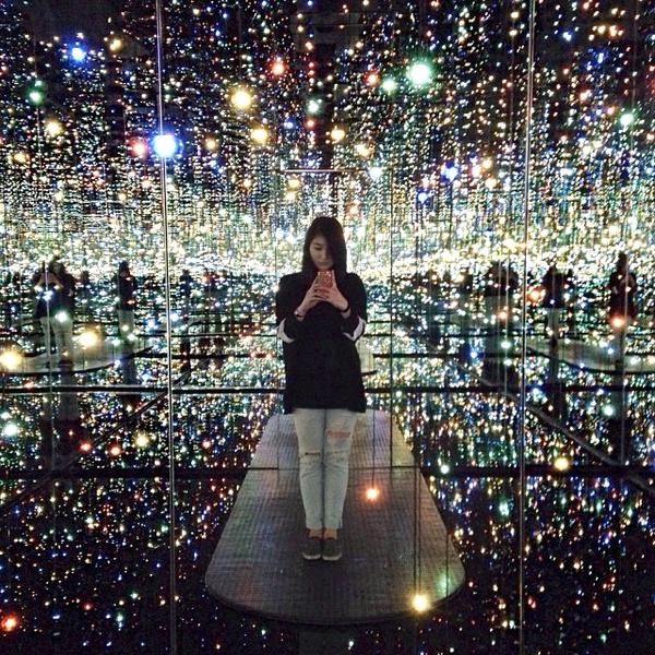 Phía trong căn phòng gương vô tận tại New York 1