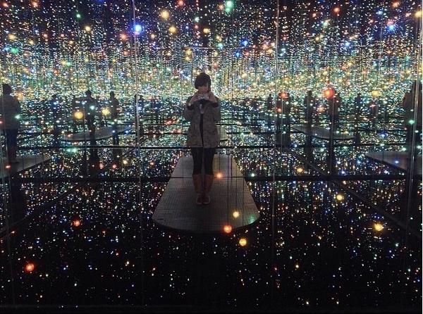 Phía trong căn phòng gương vô tận tại New York 2
