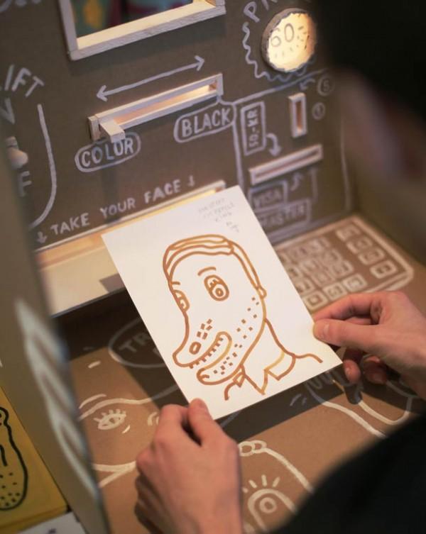 Máy bán hàng tự động khắc họa chân dung kiểu Picasso chỉ trong 3 phút 3