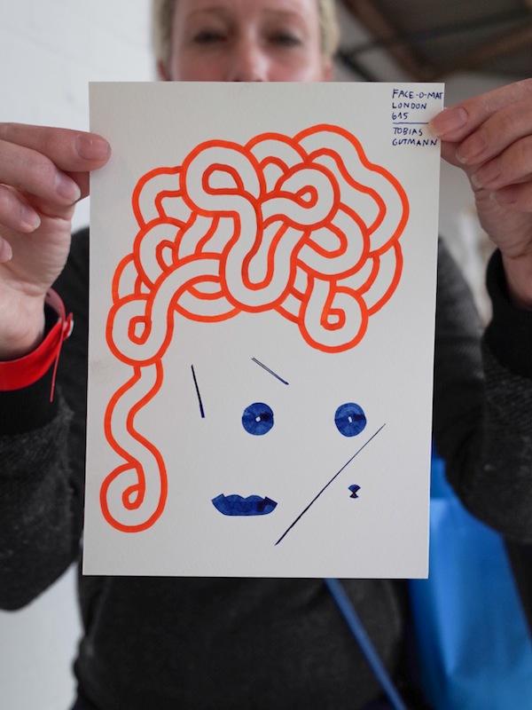 Máy bán hàng tự động khắc họa chân dung kiểu Picasso chỉ trong 3 phút 4