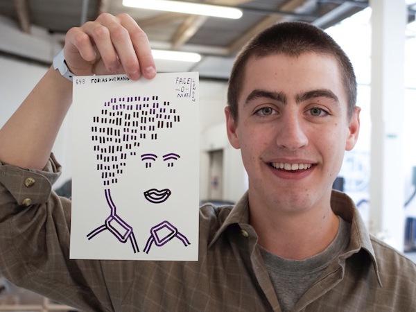 Máy bán hàng tự động khắc họa chân dung kiểu Picasso chỉ trong 3 phút 6