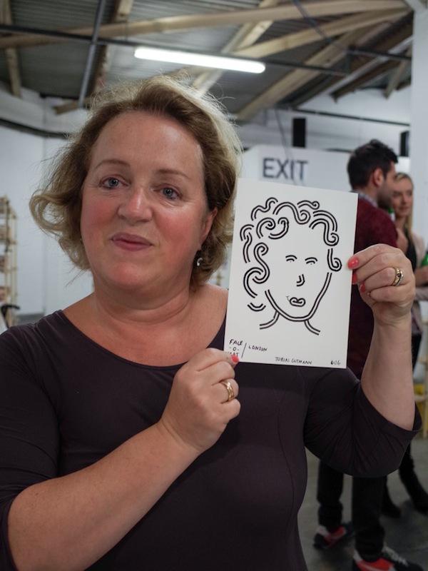 Máy bán hàng tự động khắc họa chân dung kiểu Picasso chỉ trong 3 phút 9