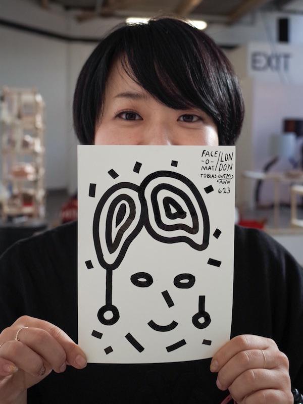 Máy bán hàng tự động khắc họa chân dung kiểu Picasso chỉ trong 3 phút 11